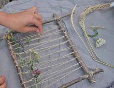 Kräuterwanderung mit Kindern und wie die gefundenen Schätze lange schön bleiben. › die kleine Botin Diy Crafts For Kids, Fall Crafts, Home Crafts, Arts And Crafts, Decor Crafts, Art Decor, Weaving Projects, Weaving Art, Craft Projects