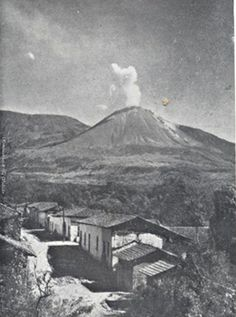 Imagen de CIRCA 1950, El Pueblo de Izalco y El Volcan