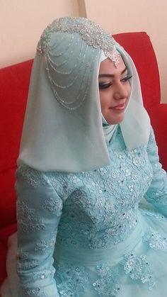 2014-tesettur-gelin-sac-modeli...Turkish bride Hijabi Wedding, Hijab Wedding Dresses, Wedding Bride, Bridesmaid Dresses, Turkish Wedding Dress, Turkish Hijab Style, Hijab Style Dress, Bridal Hijab, Muslim Brides