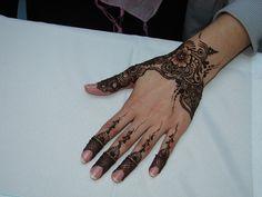 Incredible henna design! So intricate...