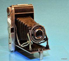 Pontiac bloc metal 45,  6x9 !!!  Kameraa valmistettiin 1946 - 1952 Tämä kamera on Ranskassa valmistettu 1946, se on kova alumiini runkoinen ja seosta kutsutaan nimellä hydronaliurn.