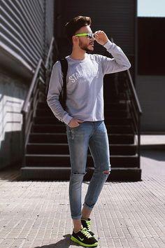 Para esos días que quieres usar zapatillas deportivas, pero no quieres verte como un turista nerd.   23 Trucos de moda que todos los hombres estilosos deben probar