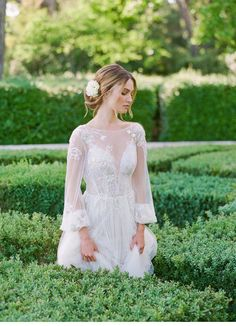 Romantische Hochzeitsideen auf Chateau de la Gaude   Hochzeitsguide Provence, Flower Girl Dresses, Girls Dresses, Wedding Cakes, Wedding Dresses, Lace Wedding, Boho, Vintage Fashion, Elegant