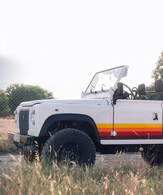 coolnvintage gives the land rover defender D90 retro vibes
