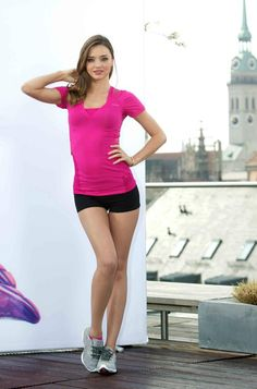 Miranda Kerr unveils her new Reebok ad in Germany Miranda Kerr Outfits, Miranda Kerr Style, Miranda Kerr Workout, Cute Workout Outfits, Victoria Justice, Sporty Style, Fitness Inspiration, Girl Outfits, Celebrities
