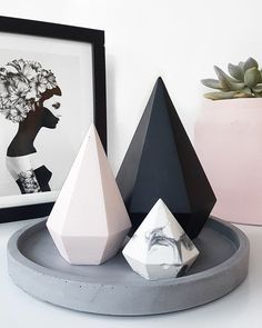 Image of Small Diamond - Tall de manualidades concretas Concrete Crafts, Concrete Art, Concrete Projects, Homemade Candles, Diy Candles, Marble Candle, Diy And Crafts, Paper Crafts, Beton Diy