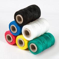 CORDÓN POLIPROPILENO COLORES TIRALÍNEAS. El cordón polipropileno colores tiralíneas es un hilo trenzado que viene en 6 colores y perfecto para etiquetaje, tiralíneas, juguetería, jardinería o embalaje. #MWMaterialsWorld #cordónpolipropileno #cuerdapolipropilenocolores #cuerdatiralíneas #polypropylenetwine #colouredpolyrpropylenetwine Paper, Ropes, Packaging, Lanyards, Accessories, Manualidades