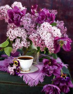 Lilac still life - Ana Rosa Purple Lilac, Shades Of Purple, Pastel Pink, Purple Flowers, Beautiful Flowers, Real Flowers, All Things Purple, Pansies, Tulips