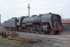 At the end of World War II, there was a shortage of locomotives, and to quickly obtain the large number needed locomotives were ordered from the main American and Canadian locomotive builders under the Lend-Lease Program (and not the Marshall Plan, signed in April 1948, as often written).  The design was based on the Green Bay & Western Railroad's successfully customised Mikados, based somewhat on the USRA Light Mikado, suitably modified to meet the SNCF loading gauge. Modifications included…