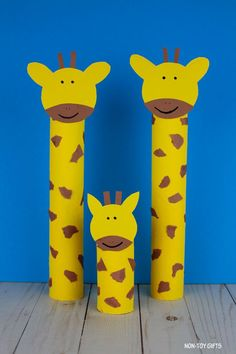 Recycle a paper roll into an easy ZOO animal craft for preschoolers and older kids. Fun paper roll giraffe craft to make with no special tools. Safari Animal Crafts, Giraffe Crafts, Jungle Crafts, Animal Crafts For Kids, Paper Crafts For Kids, Toddler Crafts, Toddler Preschool, Crafts To Make, Daycare Crafts