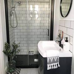 45 lovely black shower tiles design ideas bathroom ванная, т Small Shower Room, Small Showers, Shower Tile Designs, Walk In Shower Designs, Bad Inspiration, Bathroom Inspiration, Bathroom Ideas, Bathroom Showers, Ikea Bathroom