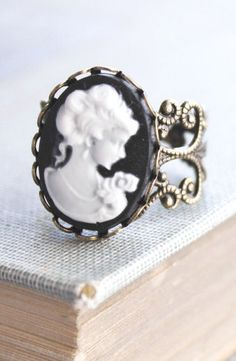 Cameo Ring Black and White Cameo Lady Face