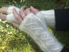 Mitten Gloves, Mittens, Fingerless Mitts, Wrist Warmers, Ravelry, Free Pattern, Knit Crochet, Knitting Patterns, Ladies Gloves