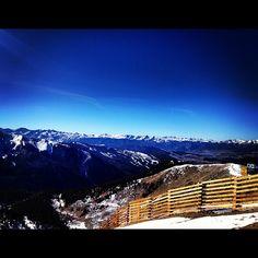 Keystone in the front, Breck in the back. @keystone_resort @breckenridgemtn @k_wetz_el_ @groom_88 #colorado #arapahoebasin #snow #instagood #igers