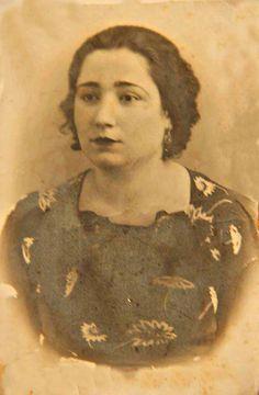 1942 Rahmetli Ayşe halam -Eyüp   Tahire Öz ve Aysel Ç özel aile arşivi ve adına albüme yüklenmiştir.