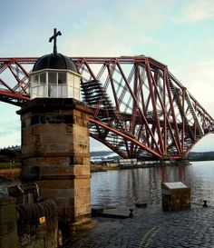The old lighthouse on Town Pier, and Forth Rail Bridge, North Queensferry… Glasgow Scotland, Edinburgh, The Forth, Sydney Harbour Bridge, Britain, Places To Visit, Old Things, History, Lighthouses