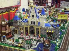 Disney Main Street/Fantasyland Courtyard built from legos Lego Disney, Disney Theme, All Lego Sets, Cartoon Movie Characters, Lego Craft, Lego Trains, Lego Worlds, Lego Design, Lego Architecture