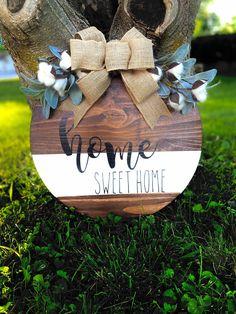 Welcome Home Signs, Welcome Signs Front Door, Wood Signs For Home, Diy Wood Signs, Holiday Signs, Fall Signs, Diy Crafts For Gifts, Fun Crafts, Custom Door Hangers