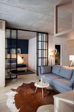 Apartamento pequeno explora a beleza do concreto e da madeira - limaonagua
