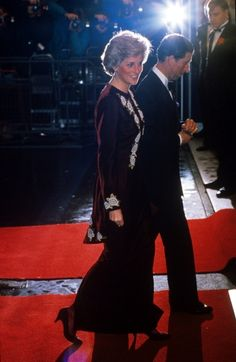 1990-02-07 Diana and Charles arrive at the Odeon Leicester Square for the Premiere of 'Steel Magnolias', in aid of the Prince's Trust