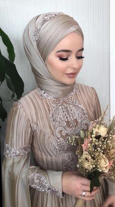 hairThe bride's wedding dress # # # # # weddingdress weddingday makeup # # # # hijabstyl the hijab Source link Muslimah Wedding Dress, Hijab Style Dress, Muslim Wedding Dresses, Dress Wedding, Hijabi Wedding, Wedding Hijab Styles, Hijab Makeup, Bridal Hijab, Moda Emo