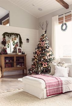 One designer knows just how to DIY her way to a cozy Christmas home.