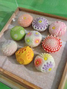 Japanese Treats, Japanese Cake, Japanese Food, Wagashi Recipe, Japanese Wagashi, Moon Cake, Sweet Desserts, Cute Food, Confectionery