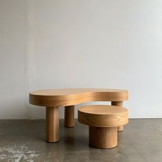Table Furniture, Vintage Furniture, Furniture Design, Coffee Table Dimensions, White Side Tables, Drink Table, Large Table, Dining Chair Set, Dining Room
