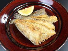 コケビラメの唐揚げ 鮮魚を使っても干ものを使ってもいい。鮮魚は水洗いしてから左右の身を観音開きにして片栗粉をまぶしてじっくりと揚げる。二度揚げすると丸ごとすべて食べることができて美味。