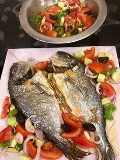 Τσιπούρα ψητή !!!! ~ ΜΑΓΕΙΡΙΚΗ ΚΑΙ ΣΥΝΤΑΓΕΣ 2 Fish Recipes, Seafood Recipes, Cooking Recipes, Fish Food, Sea Food, Turkey, Beef, Chicken, Drinks