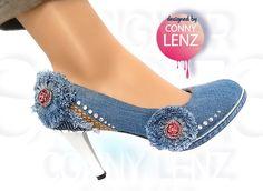 Meine Neuen... Idee entstand weil kein Schuhladen etwas passendes im Angebot hatte. Also macht man sich Einzigartiges eben selbst. :D #Schuhe #Pumps #DIY #Jeans #Denim #Unikat #Strass #Mode #Fashion #Vintage #Unique