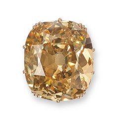 """Christie's dévoile ses """"Magnificent Jewels"""" à Hong Kong http://www.vogue.fr/joaillerie/news-joaillerie/diaporama/christie-s-magnificent-jewels-hong-kong-vente-encheres/10696/image/646878#!7"""
