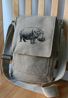 Hippo Screen Printed Canvas Tech Bag von catbirdcreatures auf Etsy, $30,00