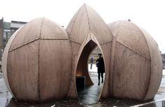 """Le contreplaqué elevé en objet d'art ? Et qui plus est : du contreplaqué français ! L'artiste-architecte Simon Hjermind Jensen a effet utilisé du contreplaqué Joubert Plywood pour son exposiution à Copenhague, intitulée """"The Lemon and the Triplings""""...."""