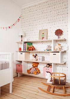 Kids room * DIY shelves