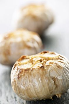 Slim: knoflook roosteren in de magnetron - Culy.nl Roasted Garlic, Tapas, Food And Drink, Appetizers, Yummy Food, Homemade, Vegetables, Recipes, Random