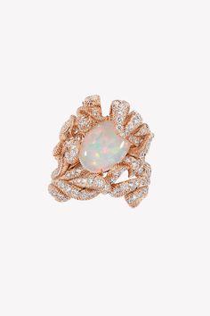 Ода опалам в коллекции драгоценностей Dior et d'Opales | Украшения | VOGUE Dior Jewelry, Opal Jewelry, Opals, Vogue, Stud Earrings, Pendants, Bracelets, Fashion, Jewerly