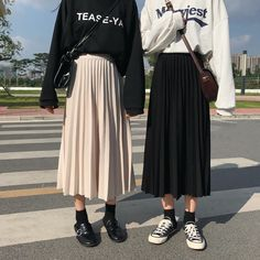 Black Pleated Skirt Outfit, Long Skirt Outfits, Midi Skirt Outfit, Winter Skirt Outfit, Long Skirt Hijab, Pleated Skirts, Korean Outfits, Mode Outfits, Fashion Outfits