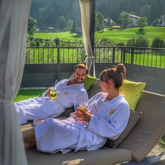 #dachsteinkoenig #daybed #liegen #sommer #herbst #gosaukamm #genießen #entspannen #relax #dachterrasse #cocktails #familienurlaub #familie #urlaub #holiday #family #austria #österreich Cocktails, Relax, Couple Photos, Couples, Pictures, Hotels For Kids, Perfect Photo, Childcare, Rooftop Deck