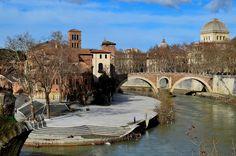Ponte Fabricio, on the east side to Tiber Island, Rome, 62 BC