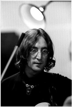 The Beatles - John Lennon 1968 Foto Beatles, Beatles Photos, John Lennon Beatles, The White Album, The Fab Four, Music People, Monochrom, Ringo Starr, George Harrison