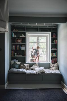 Att ha en liten läshörna på plats! | Att vara någons fru | Bloglovin' Home Interior, Interior Garden, Interior And Exterior, Interior Decorating, Interior Design, Closet Bed Nook, Daughters Room, Built Ins, My Dream Home