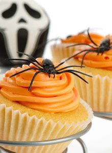 Vinkkejä halloween-juhliin / Inspiration for Halloween party, Kotiliesi. Halloween Tricks, Halloween Spider, Cookie Cake Decorations, Cake Decorating, Yummy Recipes, Cookie Recipes, Yummy Food, Halloween Cupcakes, Halloween Party