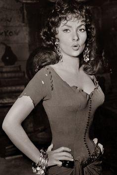 Gina Lollobrigida as Esmeralda