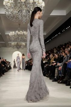 """whore-for-couture: """"Ralph Lauren Fall 2014 RTW """" Beautiful Gowns, Beautiful Outfits, Beautiful Lines, Elegant Dresses, Pretty Dresses, Amazing Dresses, Formal Dresses, Look Formal, Mode Glamour"""
