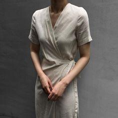 Easy chic summer linen wrap dress.