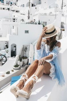 For the first day I wanted to stay armony with colorful island and that's why I chose this pastel blue dress with lace details, it's a bit transparent but in summer places doesn't matter if you wear a bikini underneath and combined with canotier hat and wedge sandals in cream. Do you like it?