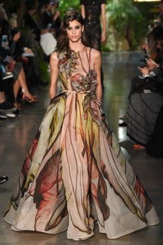Elie Saab - Haute Couture Spring Summer 2015 - Shows - Vogue. Haute Couture Paris, Elie Saab Couture, Couture Mode, Style Couture, Spring Couture, Couture Fashion, Runway Fashion, Fashion Show, Fashion Design