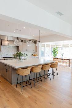 27 Big Kitchen Interior Design Ideas For A Unique And Outstanding Kitchen 27 Big Kitchen Interior De Big Kitchen, Home Decor Kitchen, Interior Design Kitchen, Home Kitchens, Kitchen With Big Island, Interior Modern, Ikea Kitchen, Kitchen Ideas, Dream Home Design