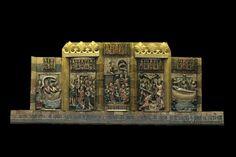 El retablo de John Goodyear, ofrecido a la Catedral por el párroco de la isla de Wight (Reino Unido) tras su peregrinación en 1456. El párroco lo donó con la condición de que permaneciese en la basílica y que no fuese vendido, regalado a otro templo o empeñado. En el retrablo se representan varios momentos de la vida del Apóstol Santiago. Forma parte del Tesoro de la Catedral. Está realizado sobre madera y alabastro, con policromía en oro y azul.